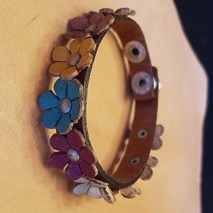 Jewelry - Leather and flowers multi color bracelet